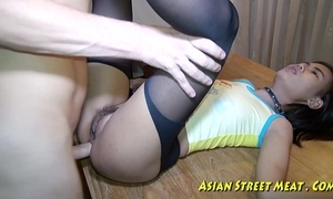 Oriental woman dribbles semen after ass-plug