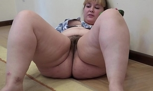 A beamy dame down a hairy pussy masturbates down a cucumber