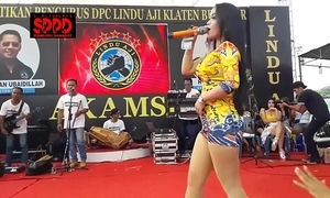 Indonesian erotic dance - good-looking sintya riske depraved dance in the first place stage