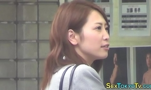 Japanese babe toute seule rubs